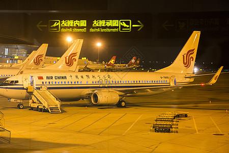 凌晨落地的中国国航飞机【媒体用图】图片