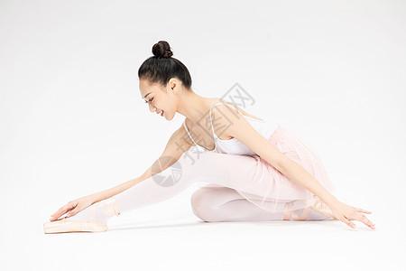 年轻美女芭蕾舞坐姿图片