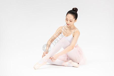 年轻美女系芭蕾舞鞋图片