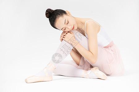 年轻美女芭蕾舞休息图片