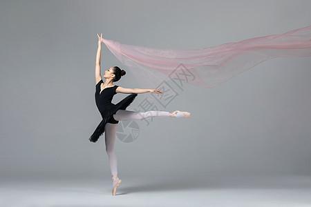 青年女性芭蕾舞丝带图片