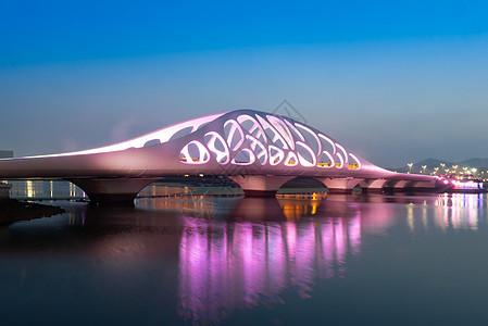 青岛珊瑚贝桥夜景图片