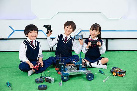 小朋友们一起做机器人图片