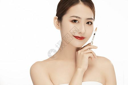 女性打美容针特写图片