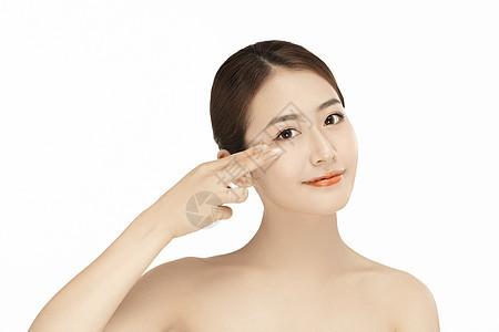 女性眼部保养图片