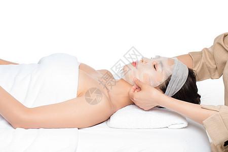 女性敷面膜图片