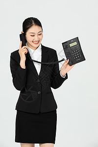 青年美女职员接电话图片