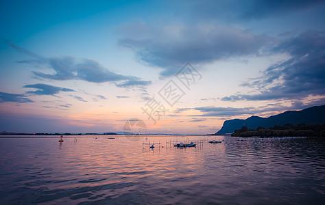 云南昆明晚霞湖泊湿地云彩图片