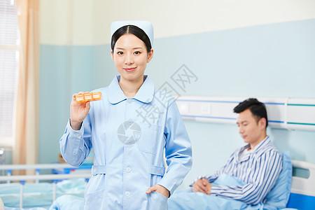 美女护士手拿医药展示图片