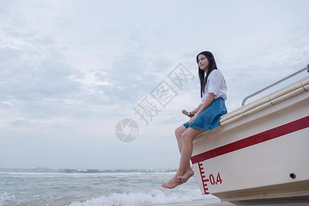 深圳西冲沙滩快艇上的少女图片