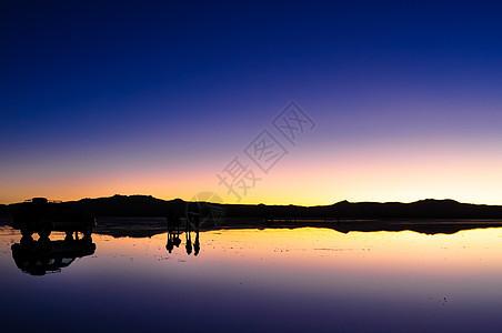乌尤尼盐湖日出图片