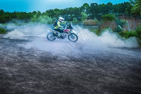 驰骋的摩托车图片