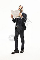 外国商务男性拿报纸图片