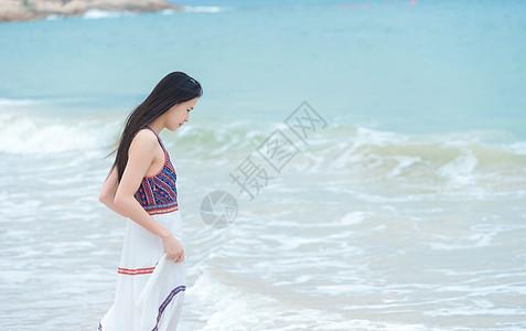 深圳桔钓沙沙滩上的少女图片