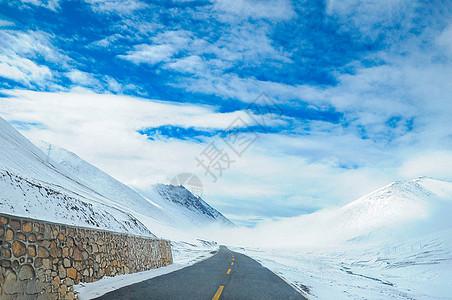 西藏雪山天路图片