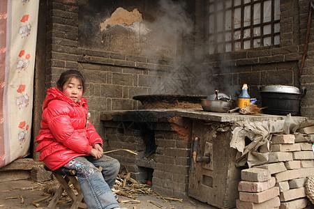 独自做饭的留守儿童【媒体用图】(仅限媒体用图使用,不可用于商业用途)图片