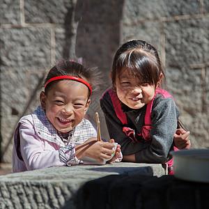 等待吃饭的留守儿童【媒体用图】(仅限媒体用图使用,不可用于商业用途)图片