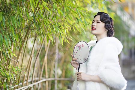 竹林里的旗袍美女图片