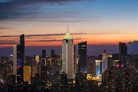 火烧云下城市地标建筑夜景风光图片