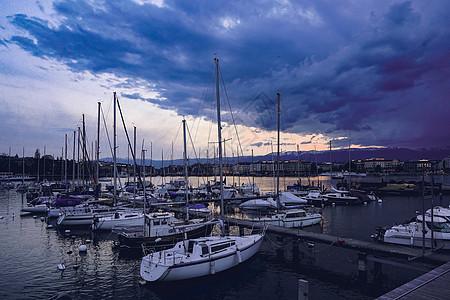瑞士日内瓦湖港口雨后景观图片