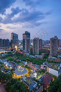 夕阳晚霞下的城市地标建筑图片