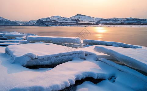 冬天冰雪河流风景图片