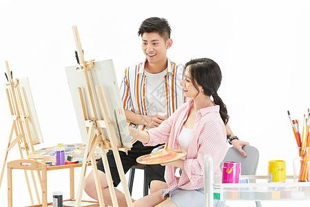 一对画家情侣一起创作画画图片