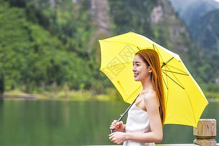 美女户外撑伞打伞形象 图片