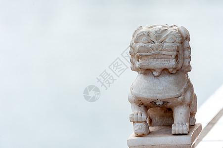 湖北襄阳唐城影视城景区的小石狮子雕像图片