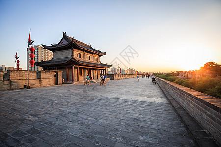 西安城墙景区夕照图片