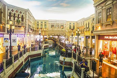 澳门威尼斯人酒店内部人工运河天空和购物街图片