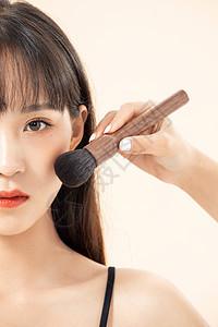 时尚潮流女青年化妆图片