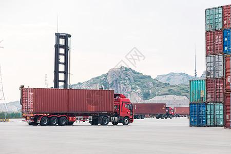 港口码头集装箱装卸运输图片