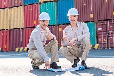 工人在港口码头工作图片