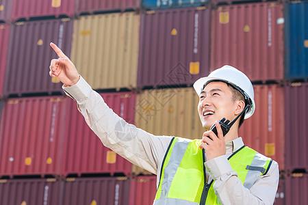 海港码头的工作人员图片