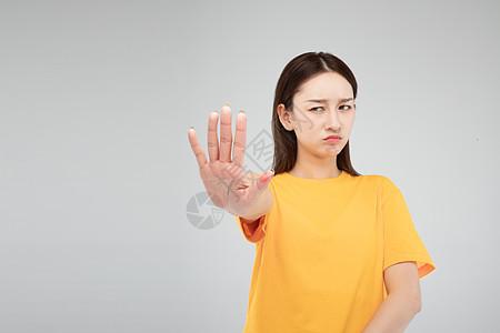 青年女性拒绝手势图片