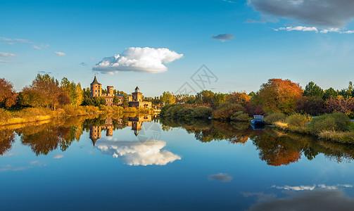 秋天的哈尔滨伏尔加庄园图片