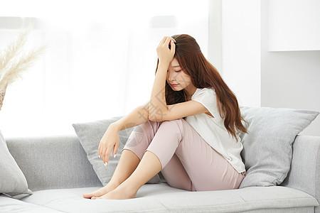 居家女性身体不舒服图片