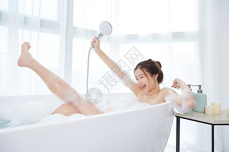 美女洗泡泡浴唱歌自嗨图片