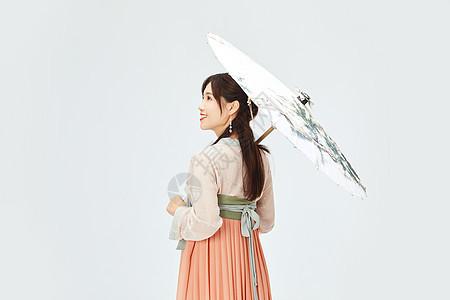 汉服美女手撑油纸伞图片