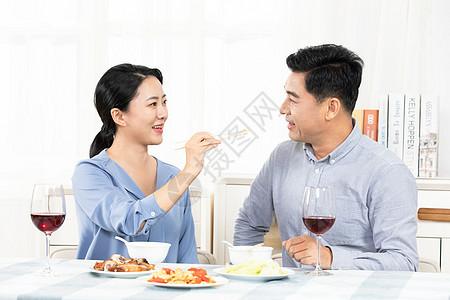 中年夫妻喂饭图片