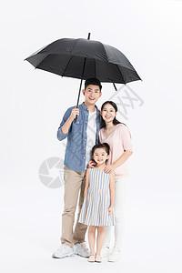 一家三口撑伞图片