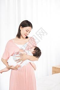 妈妈抱宝宝入睡图片
