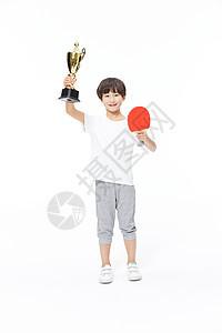乒乓球少年手拿奖杯图片