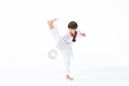 小男孩练跆拳道踢腿图片
