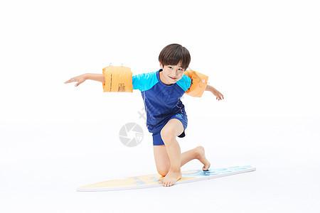 男孩玩冲浪板图片