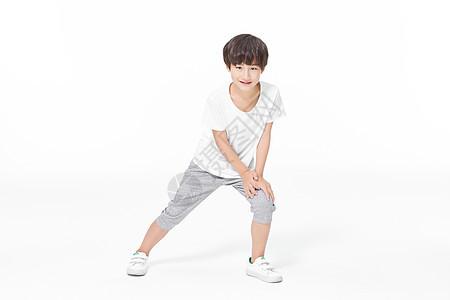 男孩运动热身图片