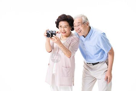 老年夫妇游玩拍照图片