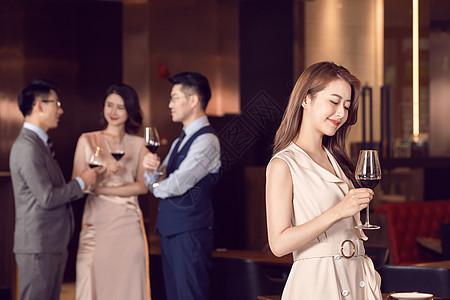 同事聚会庆祝喝酒图片