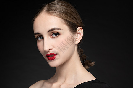 外国优雅女性面部特写图片